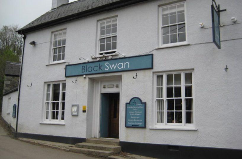 Leasehold Pub/Restaurant & Inn Located In Gweek